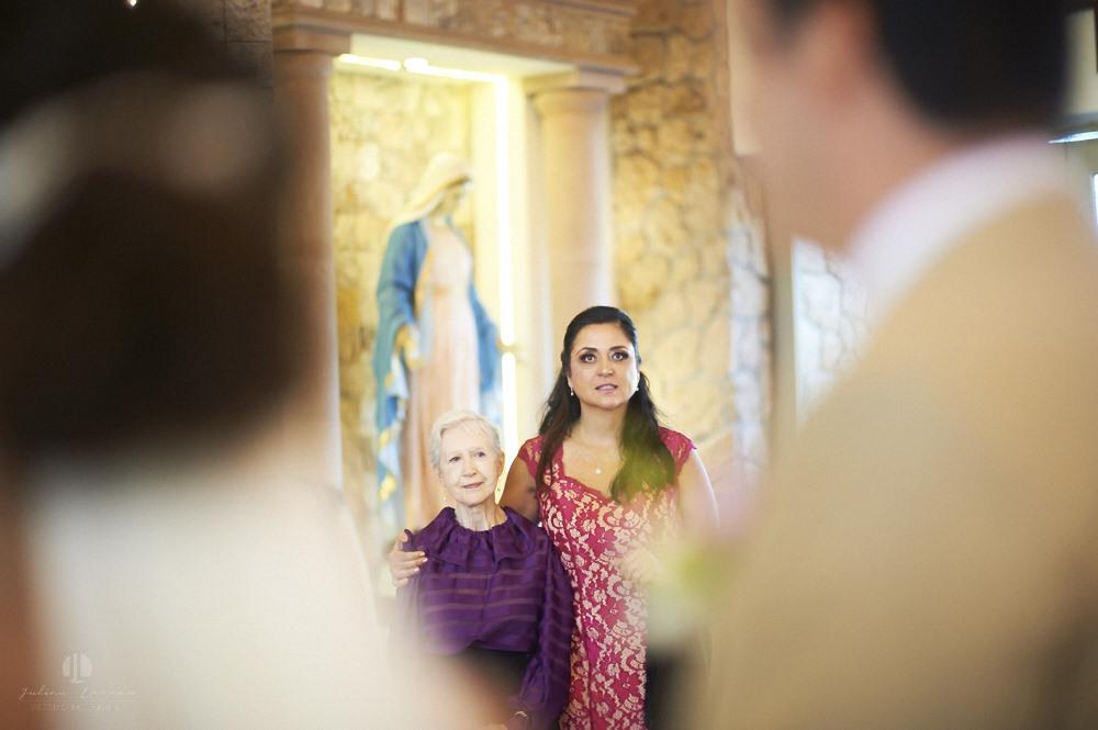 Professional wedding photographer - La Cruz de Huanacaxtle at Vallarta Gardens - Family