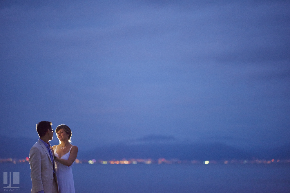 Professional wedding photographer - Real marriage in Sayulita - Artistic photography with flash