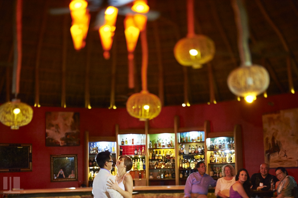 Professional wedding photographer - Real marriage in Sayulita - Sandzibar restaurant