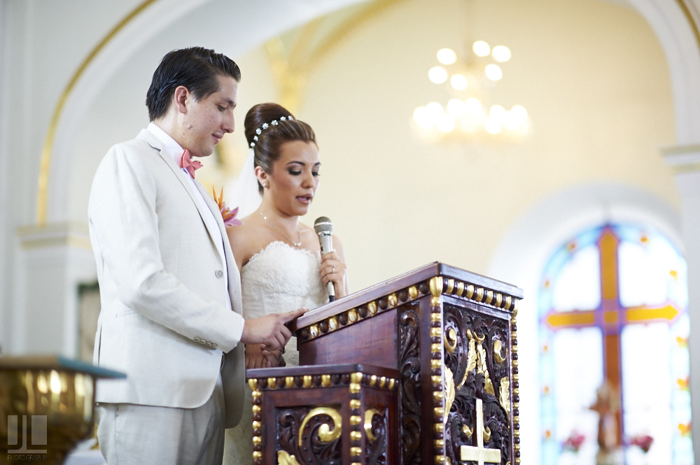 Professional wedding photographer - Marriage at Grand Mayan Palace, Nuevo Vallarta, Nayarit - vows