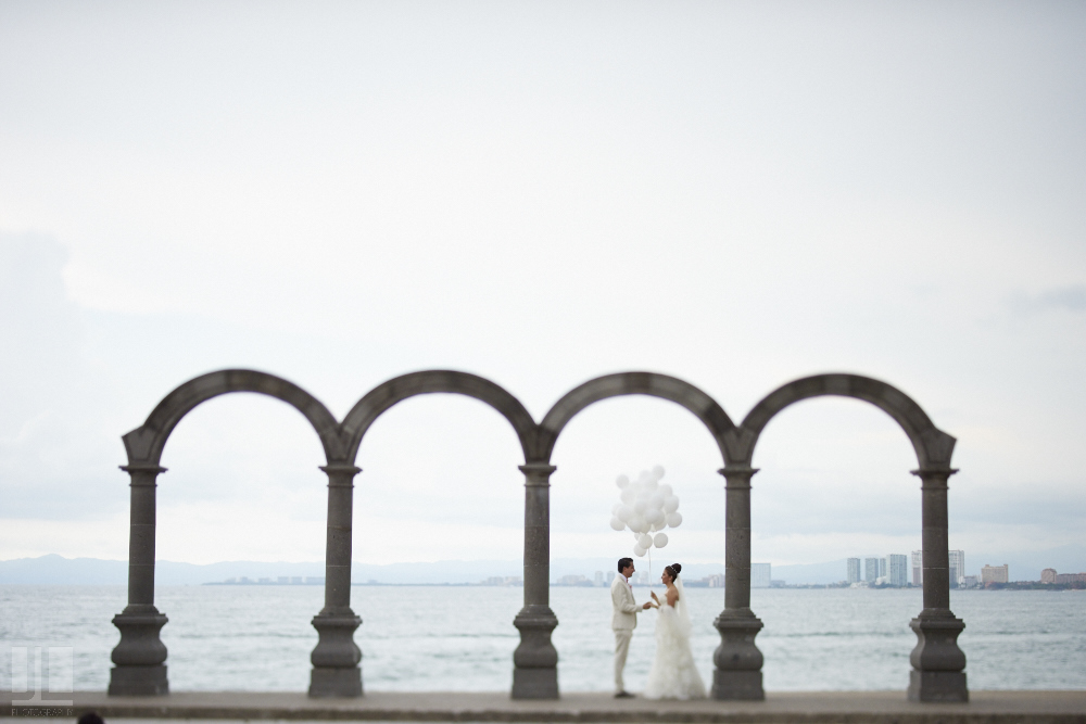 Professional wedding photographer - Marriage at Grand Mayan Palace, Puerto Vallarta, Nayarit - los arcos