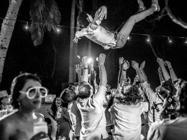 Wedding Photographer - Party on the beach of San Pancho