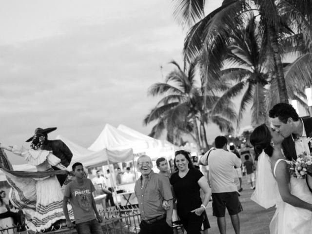 Professional wedding photographer in Puerto Vallarta - Spontaneous shot