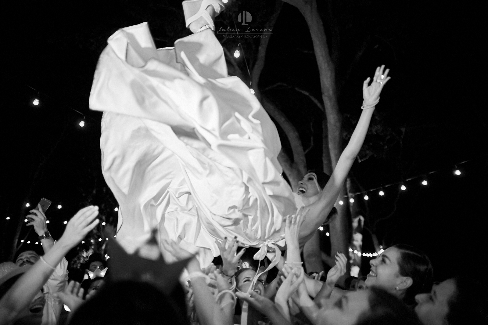 Wedding Photographer in San Pancho Nayarit - Flying bride