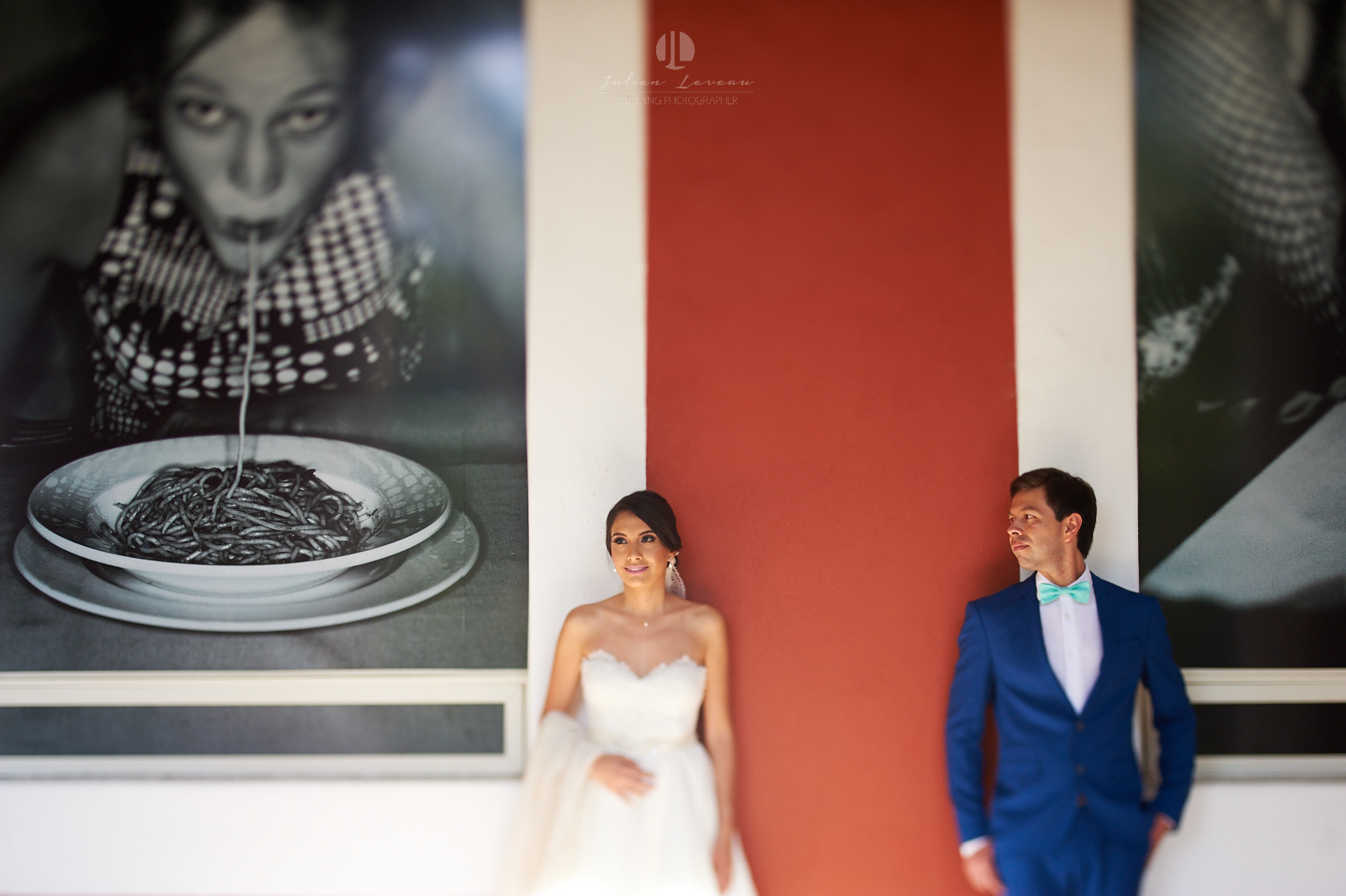 Wedding Photographer in San Pancho Nayarit - Couple in front of a painting