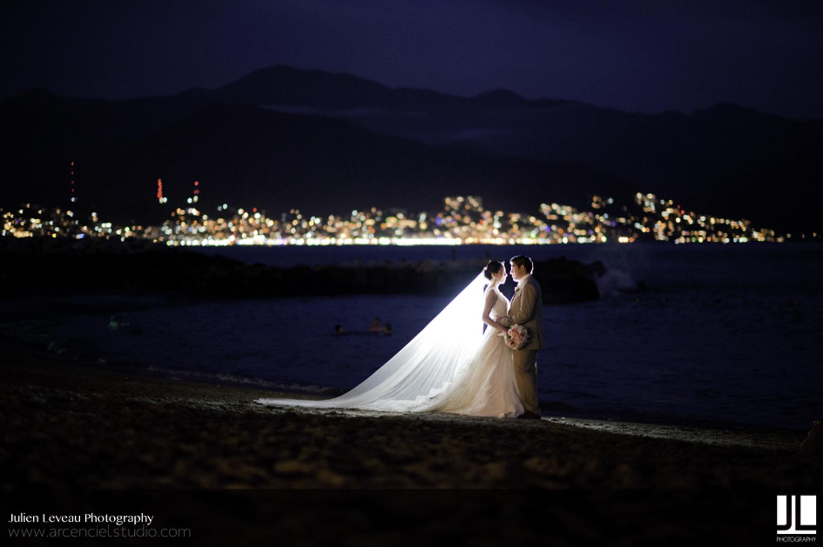 Wedding Photographer Puerto Vallarta - Professional photography by night