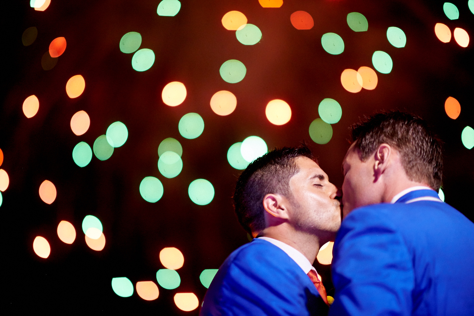 Wedding photographer in Puerto Vallarta, Sayulita, Punta Mita, Nayarit, Mexico - LGBT same sex mariage - gay couple kissing