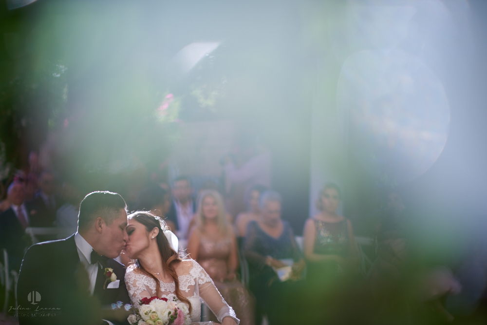 Professional Photographer – Romantic wedding at Sierra Lago, Jalisco, Mexico - kiss