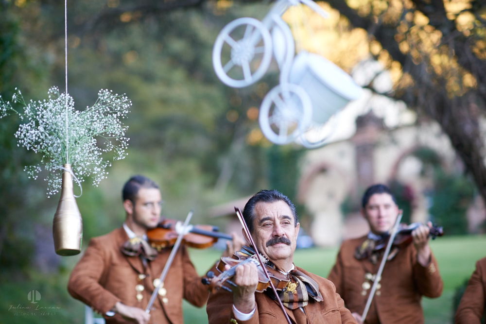 Professional Photographer – Romantic wedding at Sierra Lago, Jalisco, Mexico - mariachi band