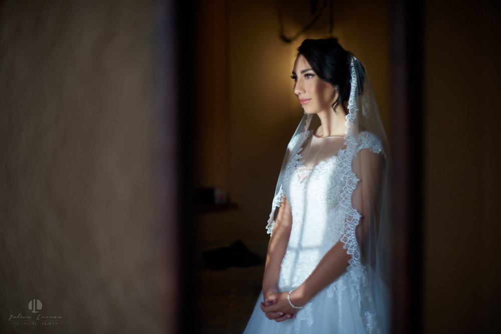 Wedding Photographer - Documentation at San Sebastian del Oeste, Jalisco - beautiful bride awaiting