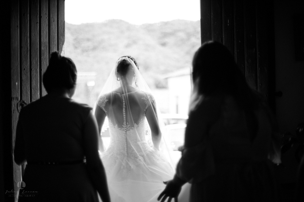 Wedding Photographer - Documentation at San Sebastian del Oeste, Jalisco - bride leaving hotel