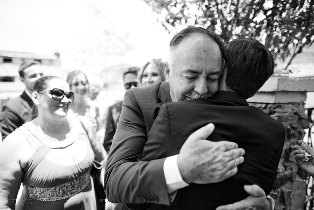 Wedding Photographer - Documentation at San Sebastian del Oeste, Jalisco - hugging family