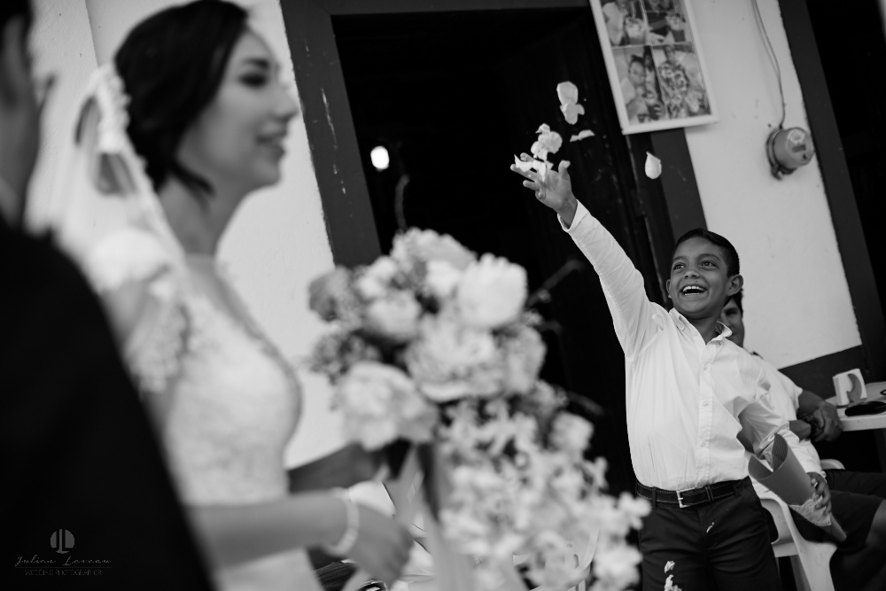 Wedding Photographer - Documentation at San Sebastian del Oeste, Jalisco - people congratulating