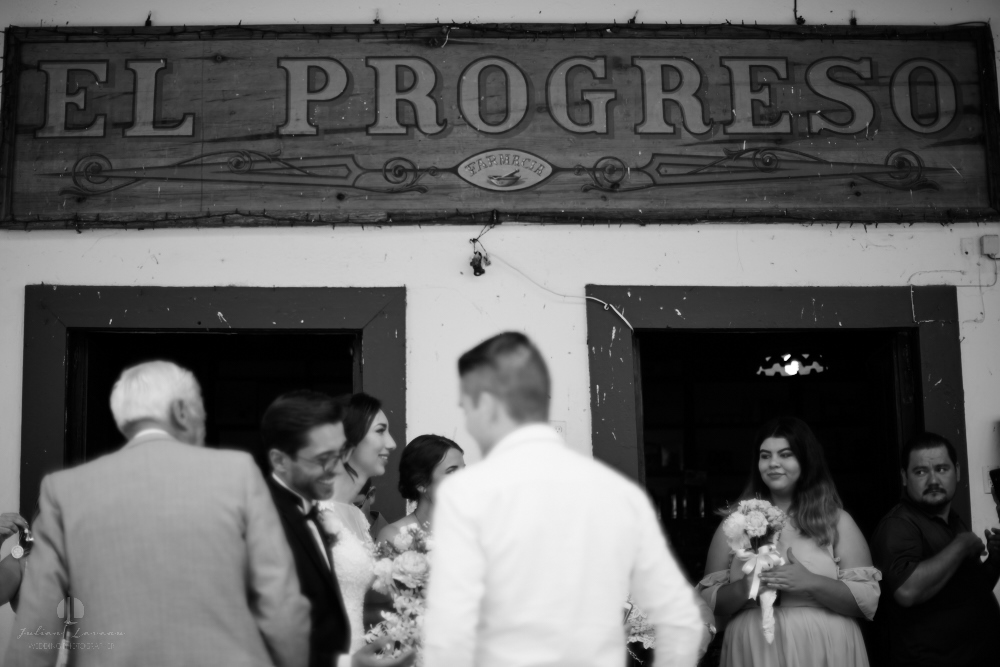 Wedding Photographer - Documentation at San Sebastian del Oeste, Jalisco - people congratulating on the street