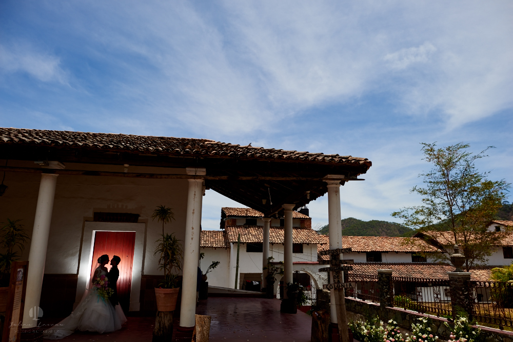 Wedding Photographer - Documentation at San Sebastian del Oeste, Jalisco - artistic photography with flash