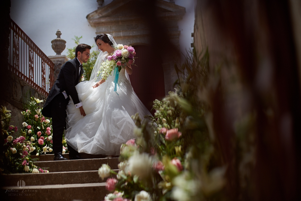 Wedding Photographer - Documentation at San Sebastian del Oeste, Jalisco - artistic photography in front of church
