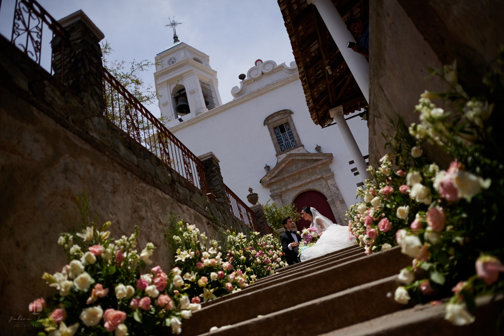 Wedding Photographer - Documentation at San Sebastian del Oeste, Jalisco - recently married couple