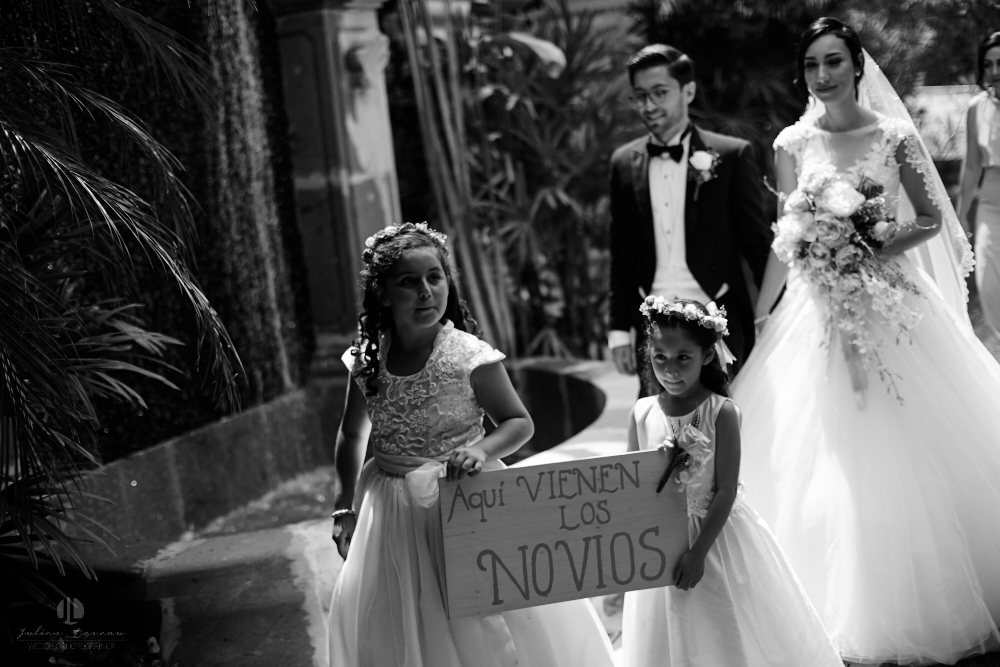 Wedding Photographer - Documentation at San Sebastian del Oeste, Jalisco - couple entrance