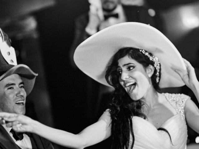 Professional wedding photographer in Puerto Vallarta - Getting married at Westin Resort - funny hats