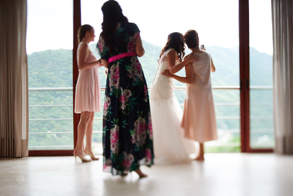 Professional Photographer in Puerto Vallarta - Real Wedding at Casa Karma - Getting ready mountain view