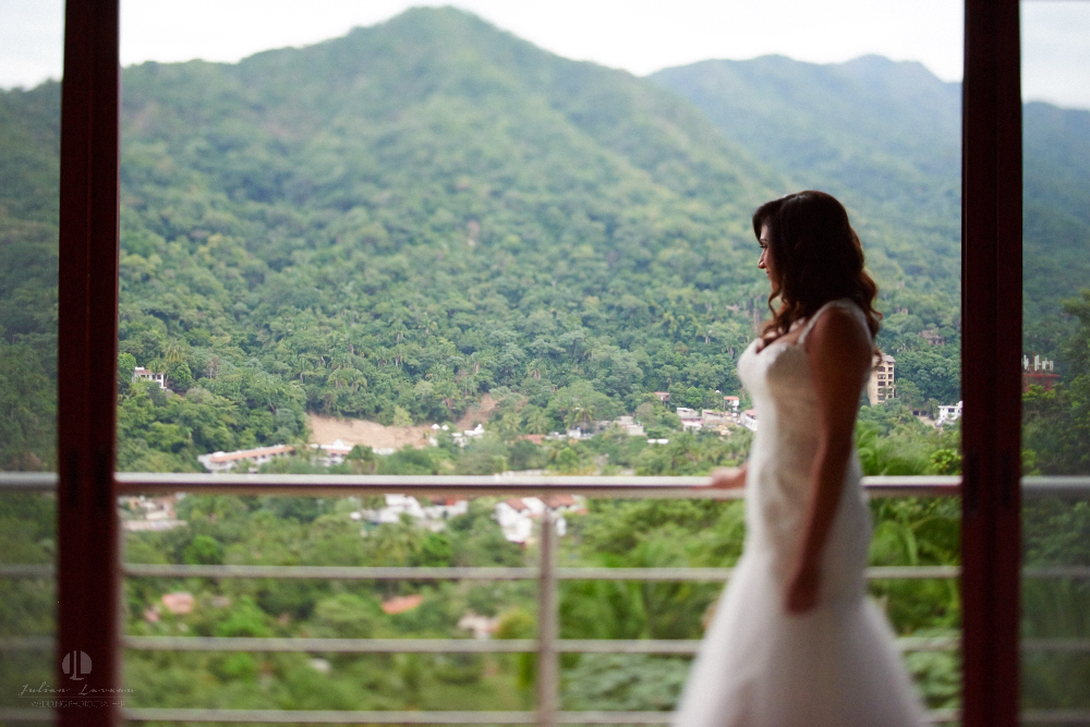 Professional Photographer in Puerto Vallarta - Real Wedding at Casa Karma - Getting ready wife to be