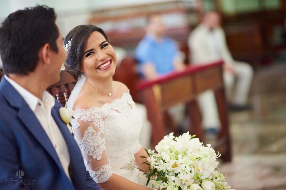FOtógrafo Profesional en Nayarit, Boda en Bucerías - novia sonriendo