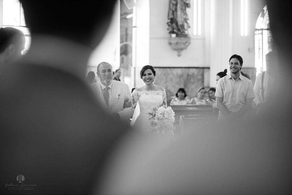 FOtógrafo Profesional en Nayarit, Boda en Bucerías - novia entrando en la iglesia