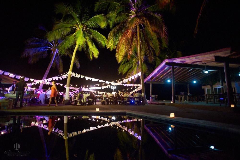FOtógrafo Profesional en Nayarit, Boda en Bucerías - fiesta con alberca