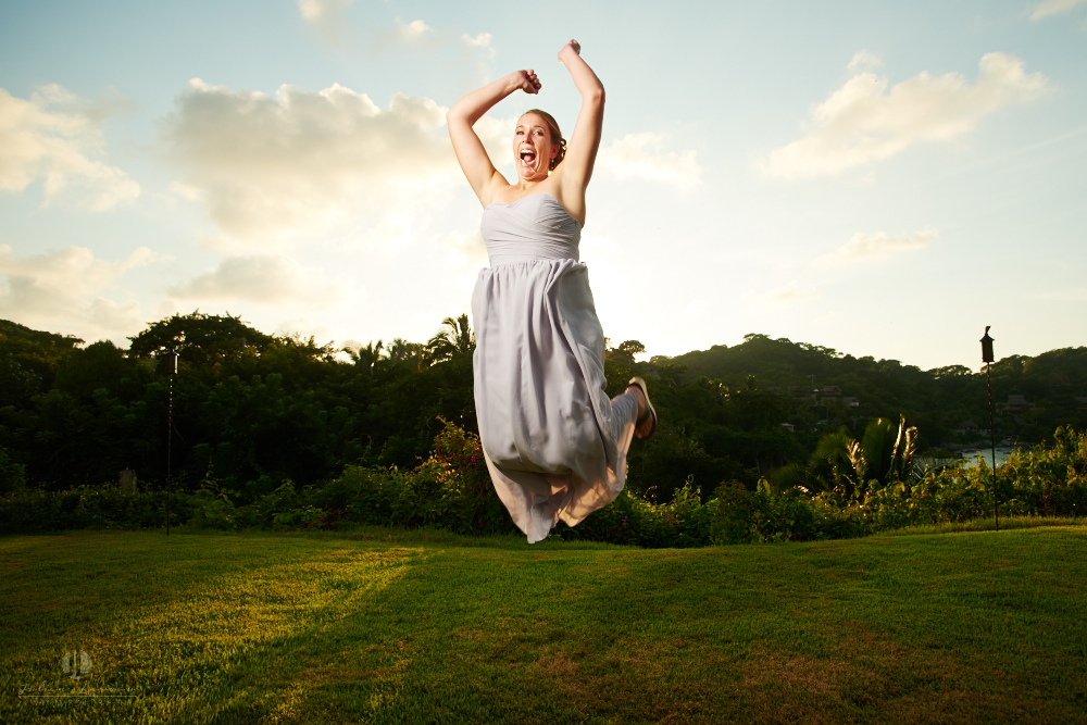 Professional Photographer in Sayulita, Nayarit - Destination Wedding Mexico - maid jumping