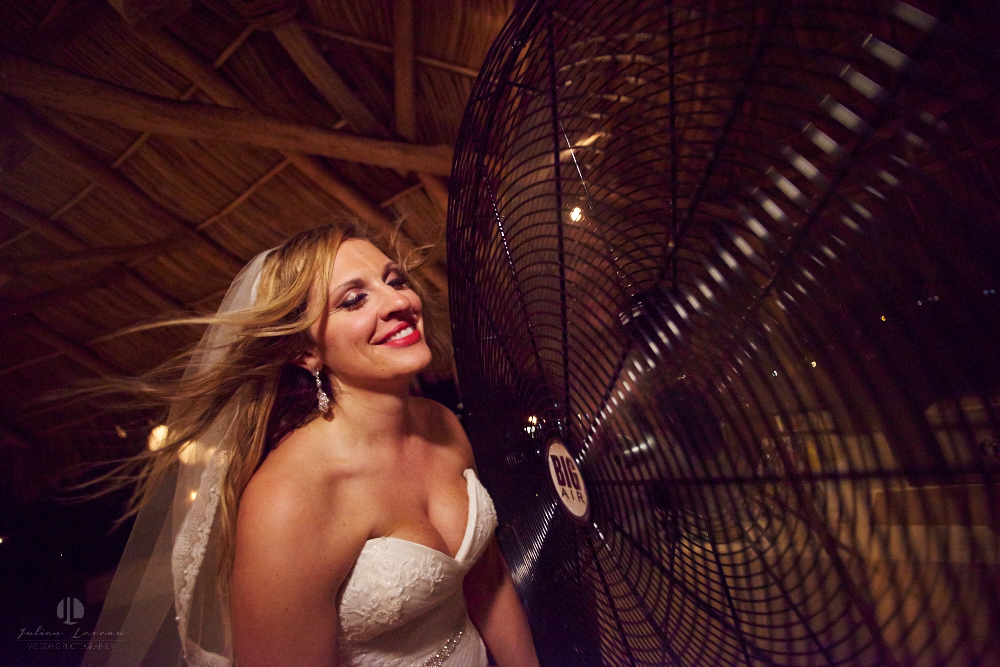 Professional Photographer in Sayulita, Nayarit - Destination Wedding Mexico - bride and fan