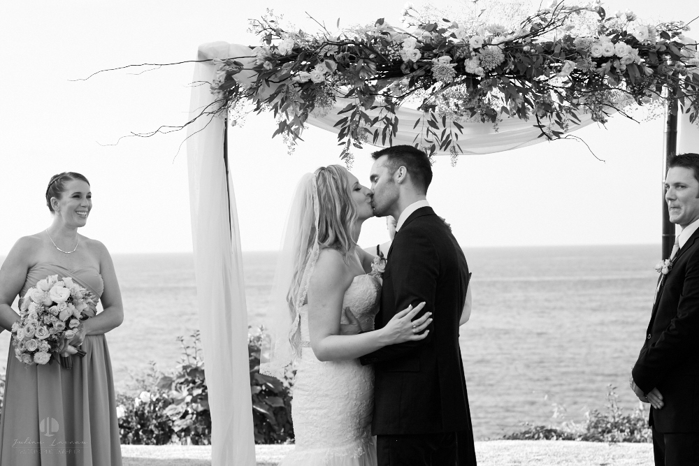 Professional Photographer in Sayulita, Nayarit - Destination Wedding Mexico - kiss