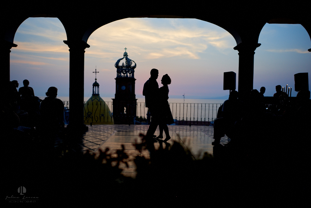 Professional wedding Photographer in Puerto Vallarta - Hacienda San Angel - photojournalism first dance