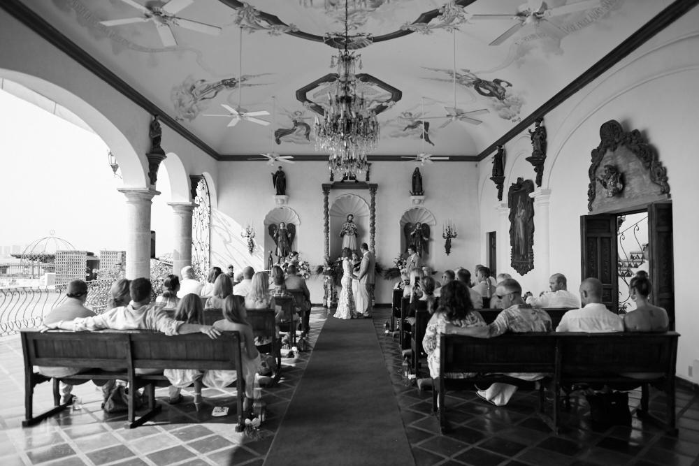 Professional wedding Photographer in Puerto Vallarta - Hacienda San Angel - church and audience