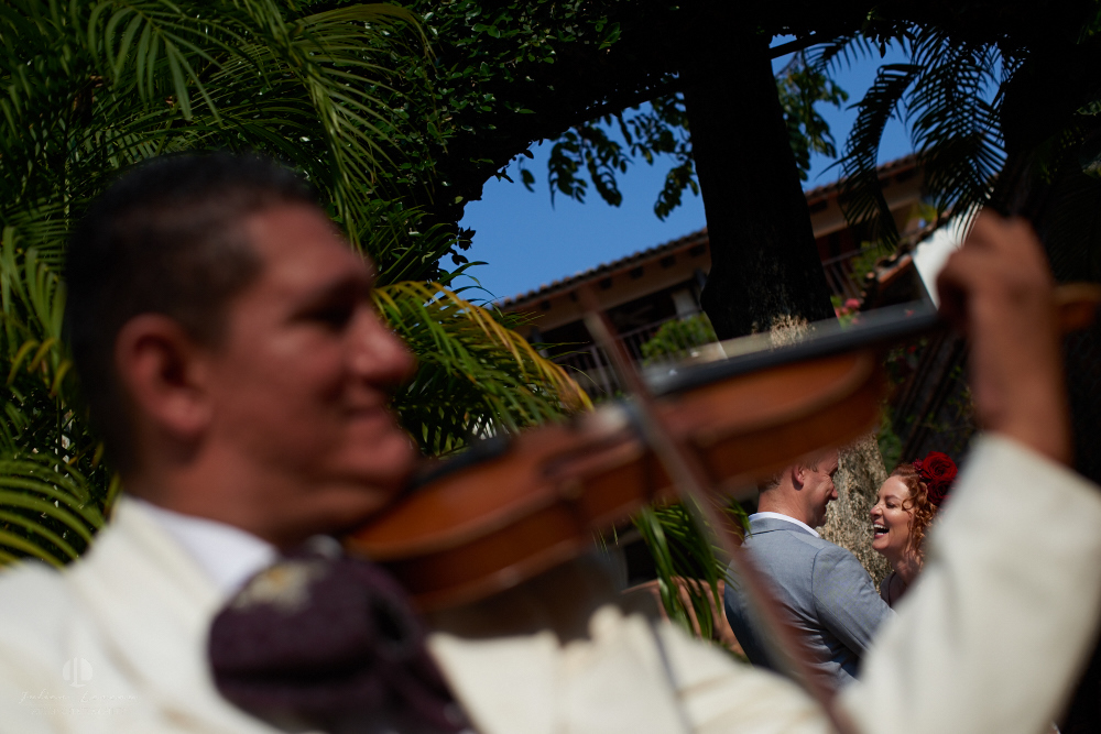 Professional wedding Photographer in Puerto Vallarta - Hacienda San Angel - mariachis band violin