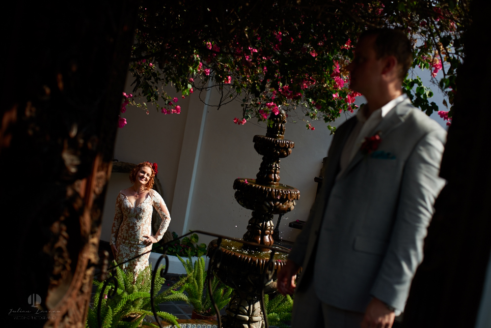 Professional wedding Photographer in Puerto Vallarta - Hacienda San Angel - artistic photography in gardens