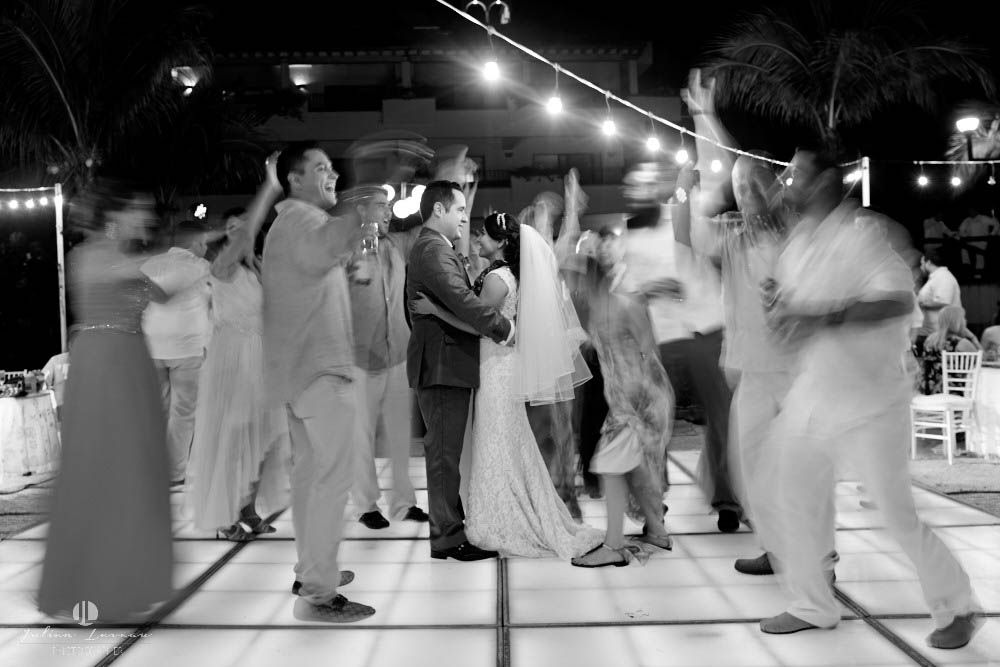 Professional Photographer - Wedding at Grand Velas Puerto Vallarta photo-journalism