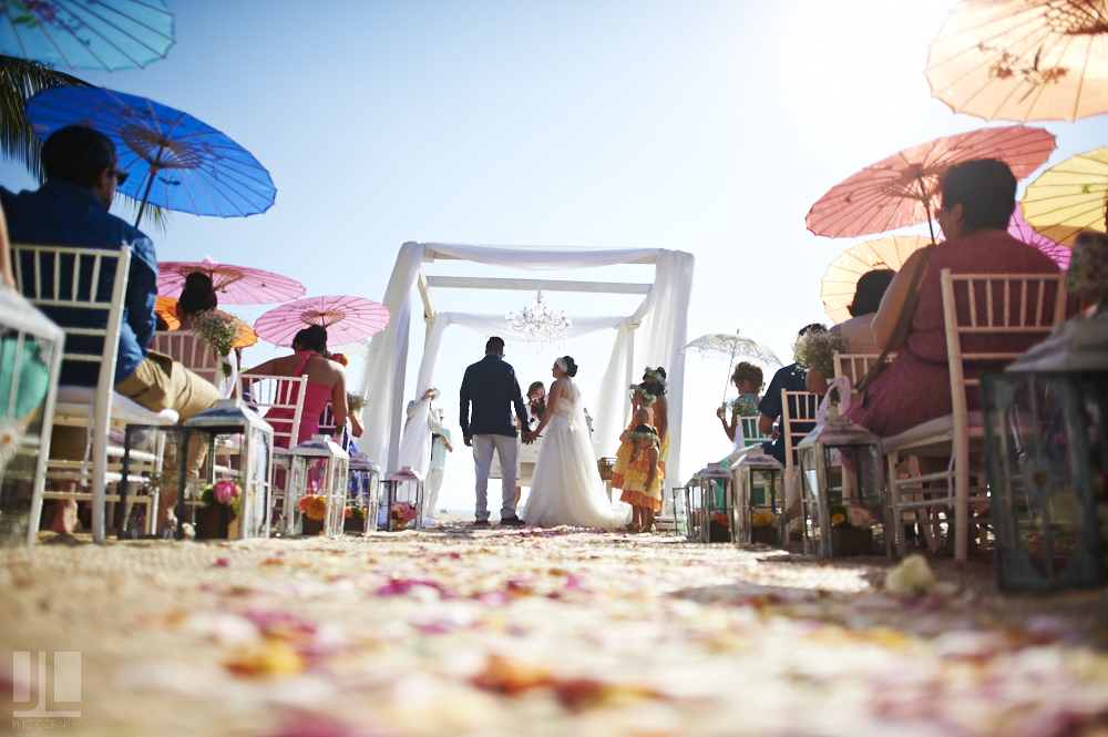 Professional Photographer - Real wedding at San Pancho, Nayarit - altar on the beach