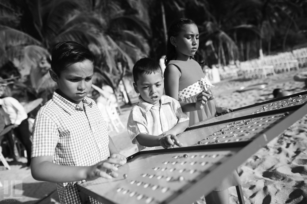 Professional Photographer - Real wedding at San Pancho, Nayarit - kids playing