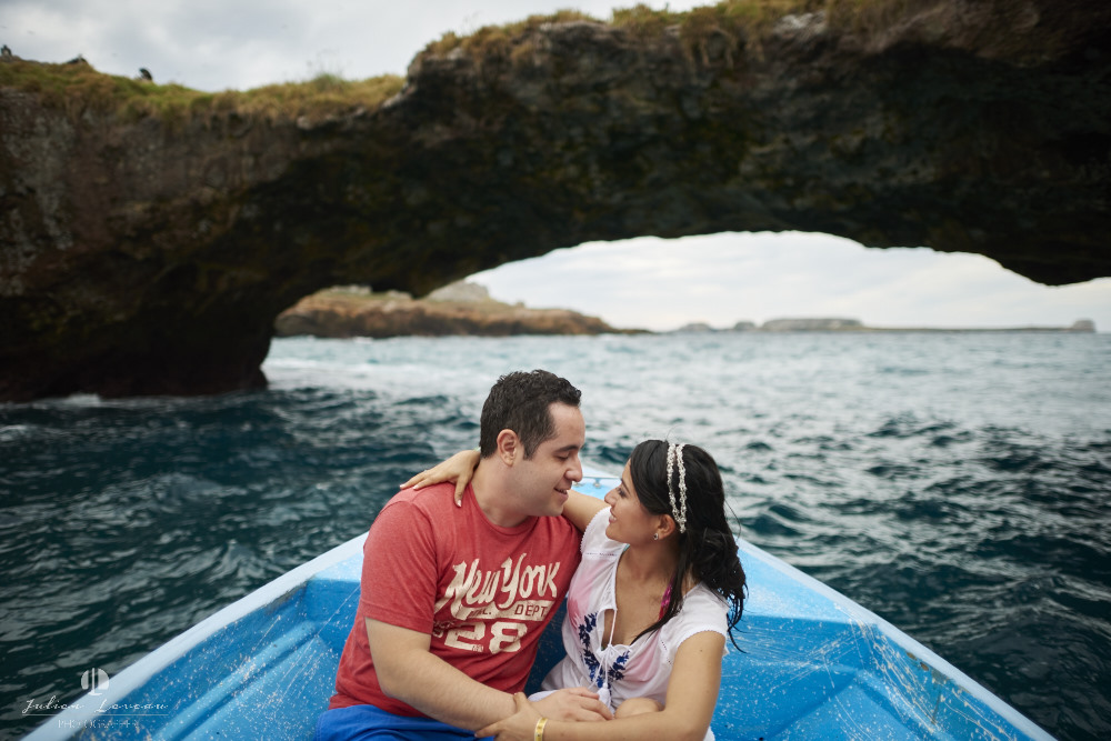 Professional Photographer - Trash the dress session at Marietas Island - boat trip