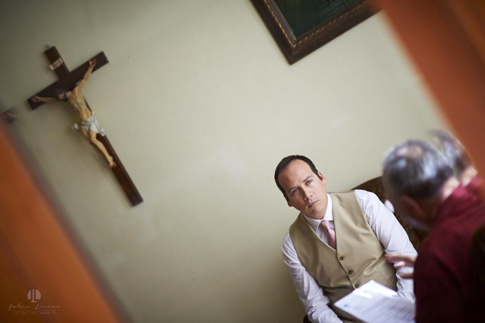 Professional wedding photographer - La Cruz de Huanacaxtle at Vallarta Gardens - Getting ready groom