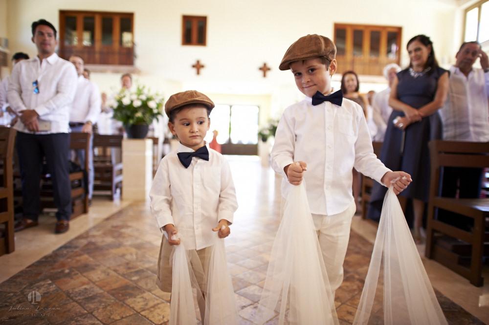 Professional wedding photographer - La Cruz de Huanacaxtle at Vallarta Gardens - Church ceremony
