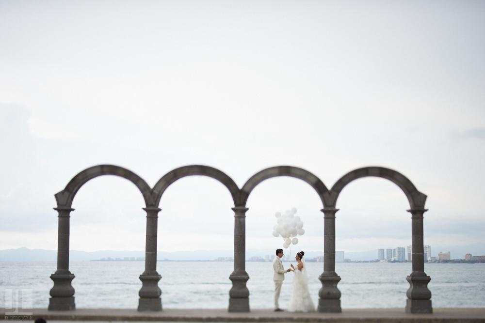 Professional wedding photographer - Marriage at Grand Mayan Palace, Puerto Vallarta, Nayarit - los arcos