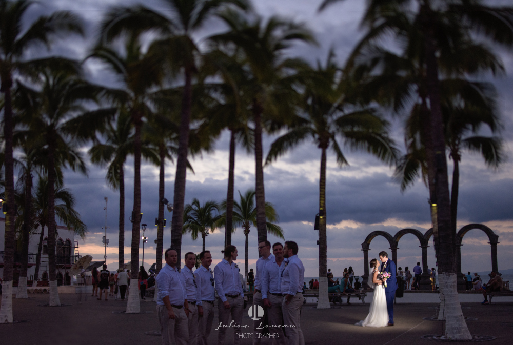 Professional wedding photographer in Puerto Vallarta - journalism malecon