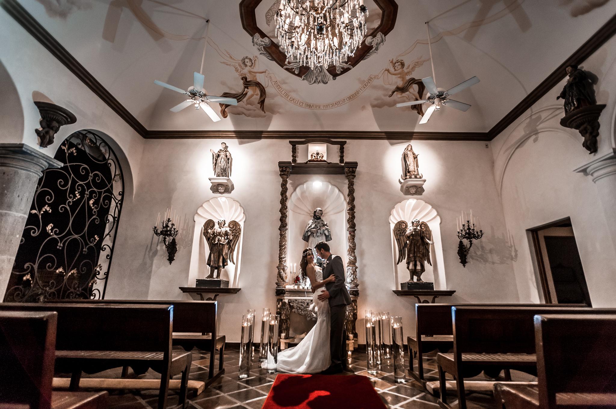 Wedding Photographer in Puerto Vallarta - Couple in the church