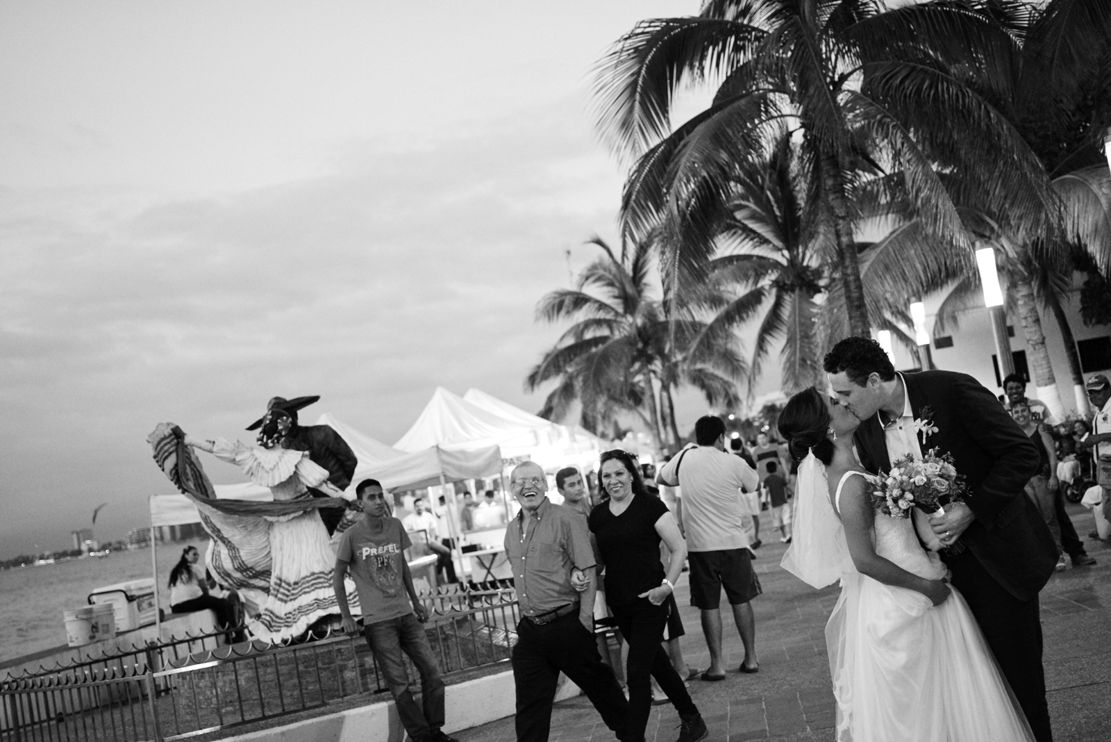 Professional wedding photographer in Puerto Vallarta - Spontaneous shot