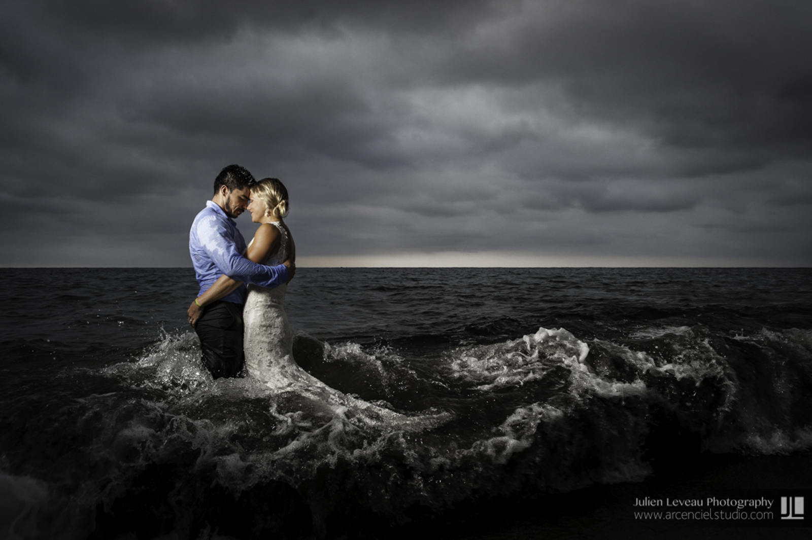 Wedding Photographer - Photo session during hurricane