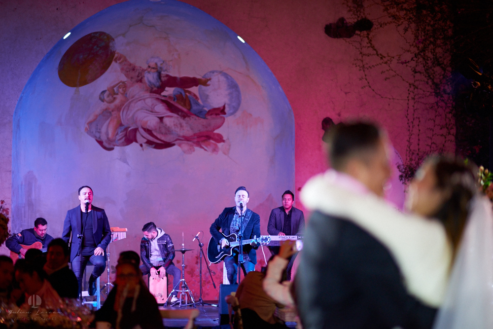 Professional Photographer – Romantic wedding at Sierra Lago, Jalisco, Mexico - band
