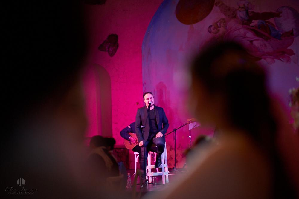 Professional Photographer – Romantic wedding at Sierra Lago, Jalisco, Mexico - band singer