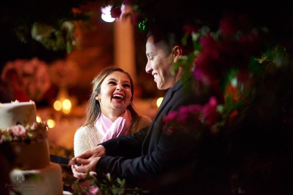 Professional Photographer – Romantic wedding at Sierra Lago, Jalisco, Mexico - happy coupl photo-journalism