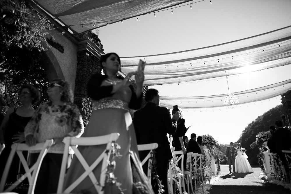 Professional Photographer – Romantic wedding at Sierra Lago, Jalisco, Mexico - black and white picture